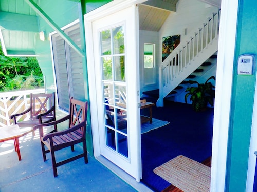 2BR 2bath Cozy Beach Cottage, Just Steps From the Beach With Pool