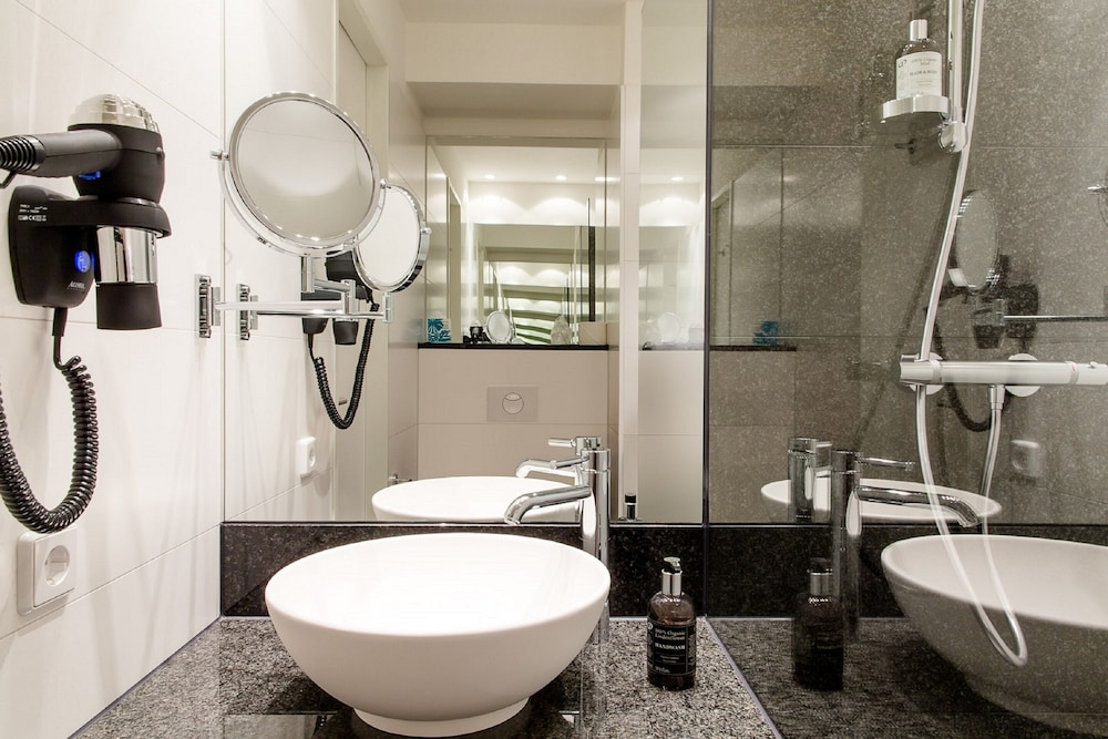 Bathroom, Motel One Berlin-Alexanderplatz