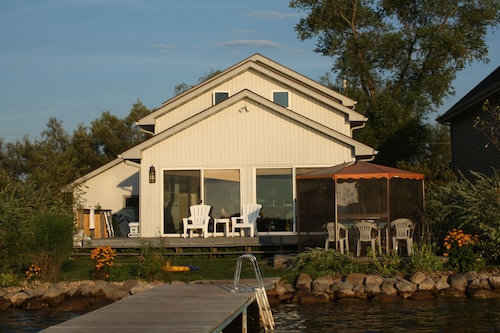 Great Place to stay We're Much Closer! Excellent Swimming & Sunsets Free Kayak and Paddleboard near Cambridge
