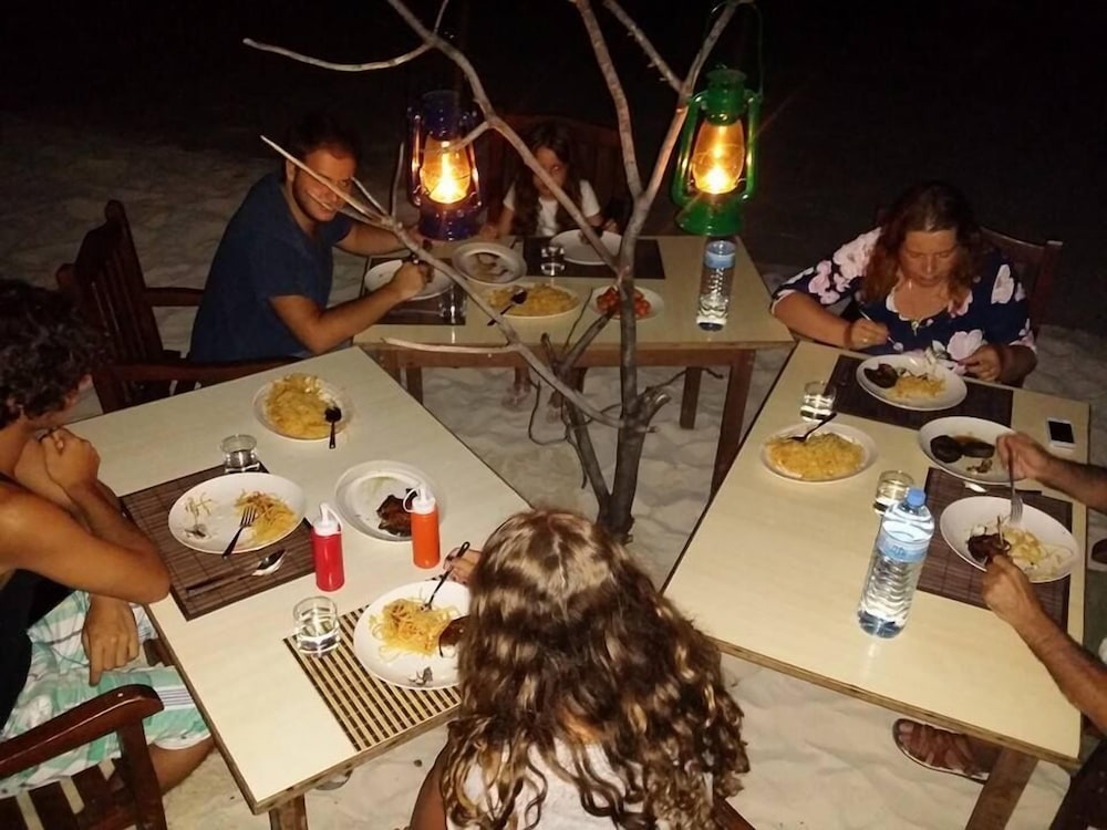 Outdoor Dining, Dhonfulhafi Retreat B.Maalhos