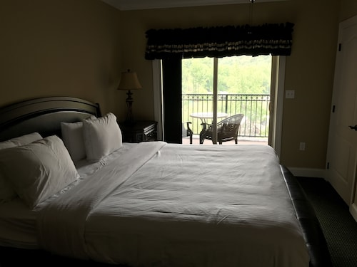Great Place to stay Gatlinburg Condos On Parkway #5052 by RedAwning near Gatlinburg