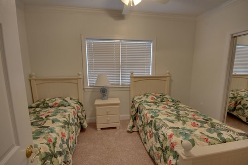 Great Place to stay Mahalo 101 - 3 Br Condo near Ocean City