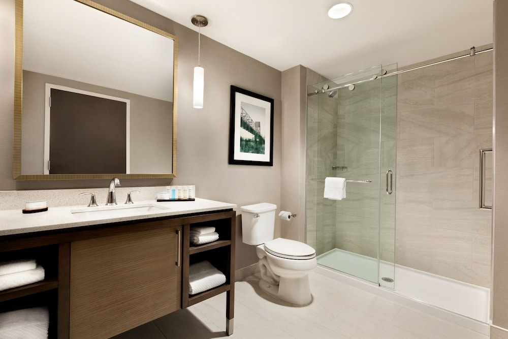Bathroom, Embassy Suites by Hilton Wilmington Riverfront