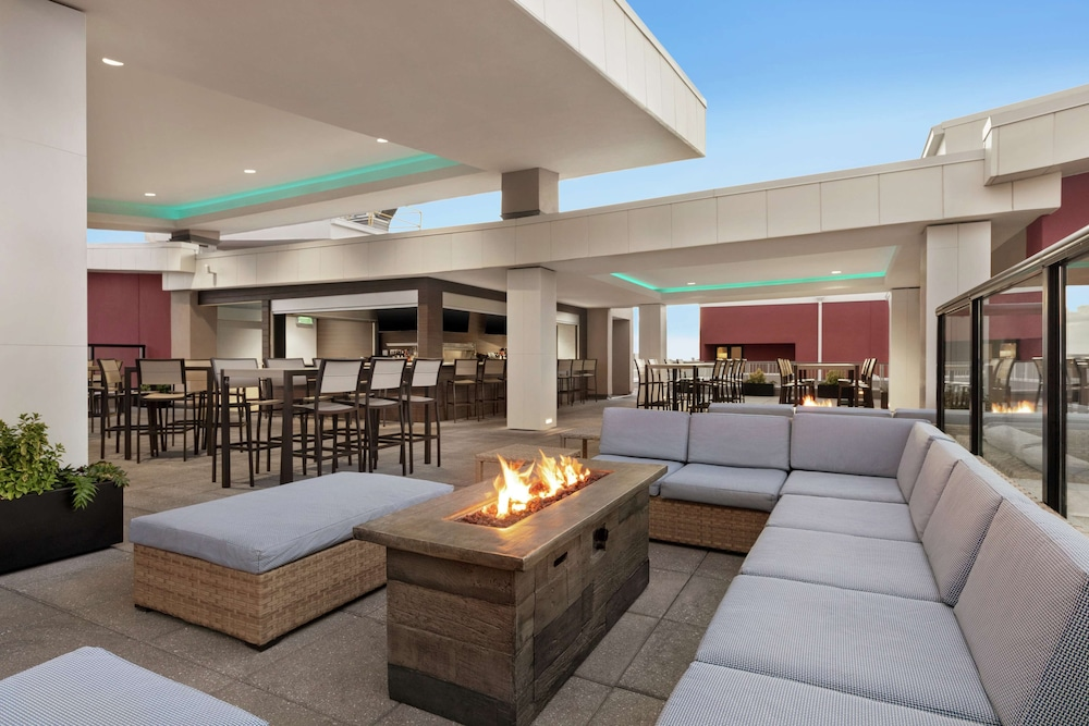 Bar, Embassy Suites by Hilton Wilmington Riverfront