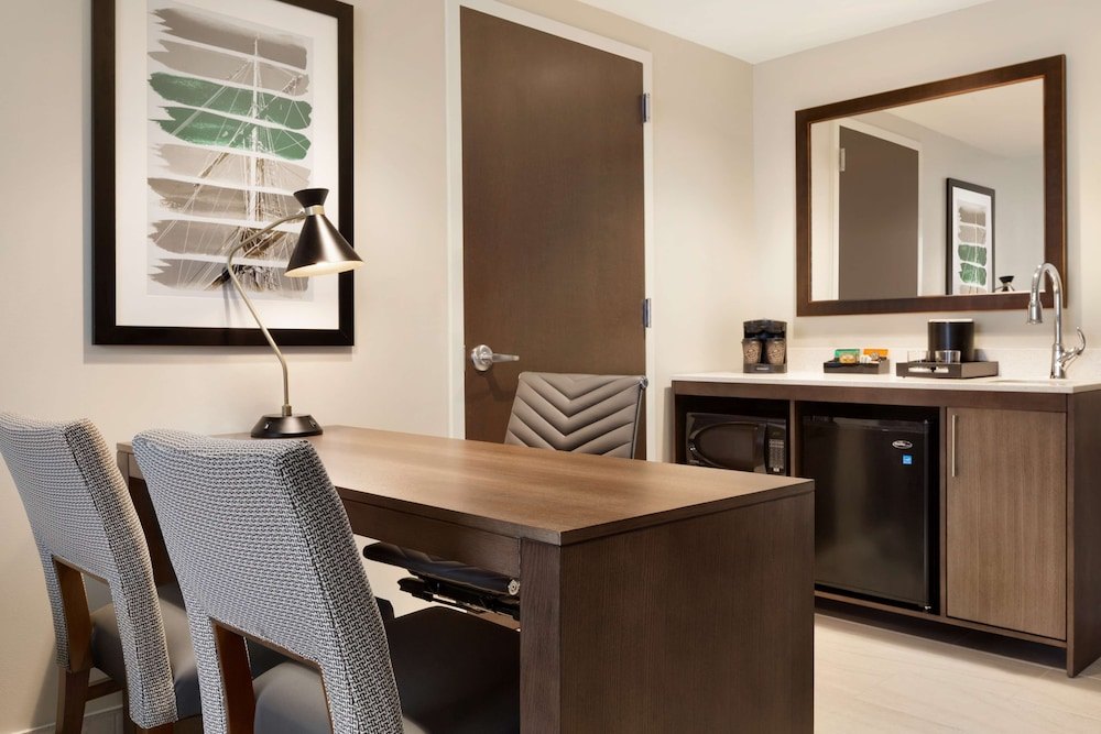 Private Kitchen, Embassy Suites by Hilton Wilmington Riverfront