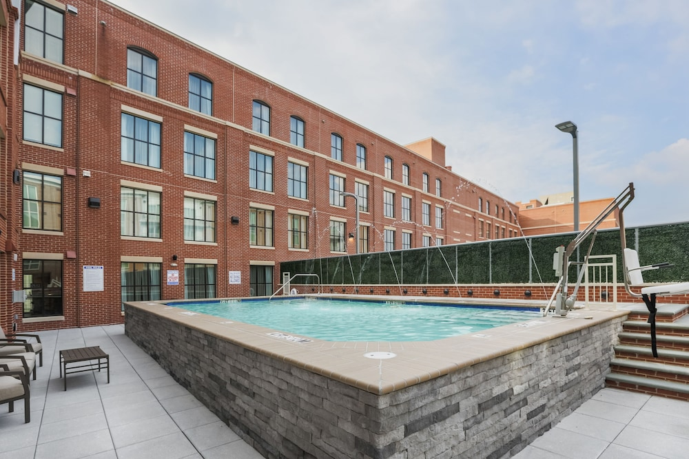 Outdoor Pool, Homewood Suites by Hilton Charleston Historic District