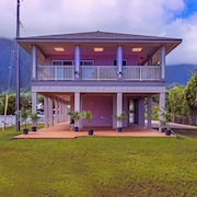 Kahaluu Ocean Retreat by RedAwning