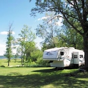 Gus' Place Resort - Cabins, Camping, RV Park