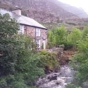 Cosy Riverfront End Slate Miners Cottage, Tanygrisiau, Ffestiniog , Snowdonia