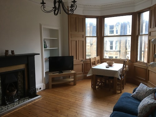Spacious 2 Bedroom Flat in Popular Bruntsfield