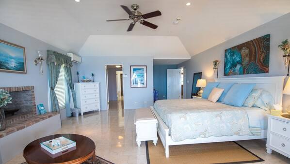 4 bedrooms, desk, travel crib, free WiFi