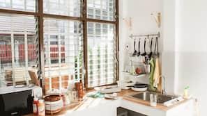 ตู้เย็น, ไมโครเวฟ, เตาทำครัว, หม้อหุงข้าว