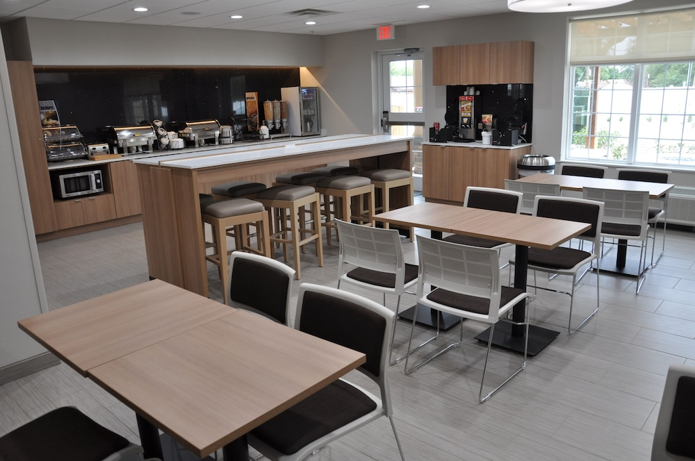 Breakfast Area, Microtel Inn and Suites by Wyndham Lubbock