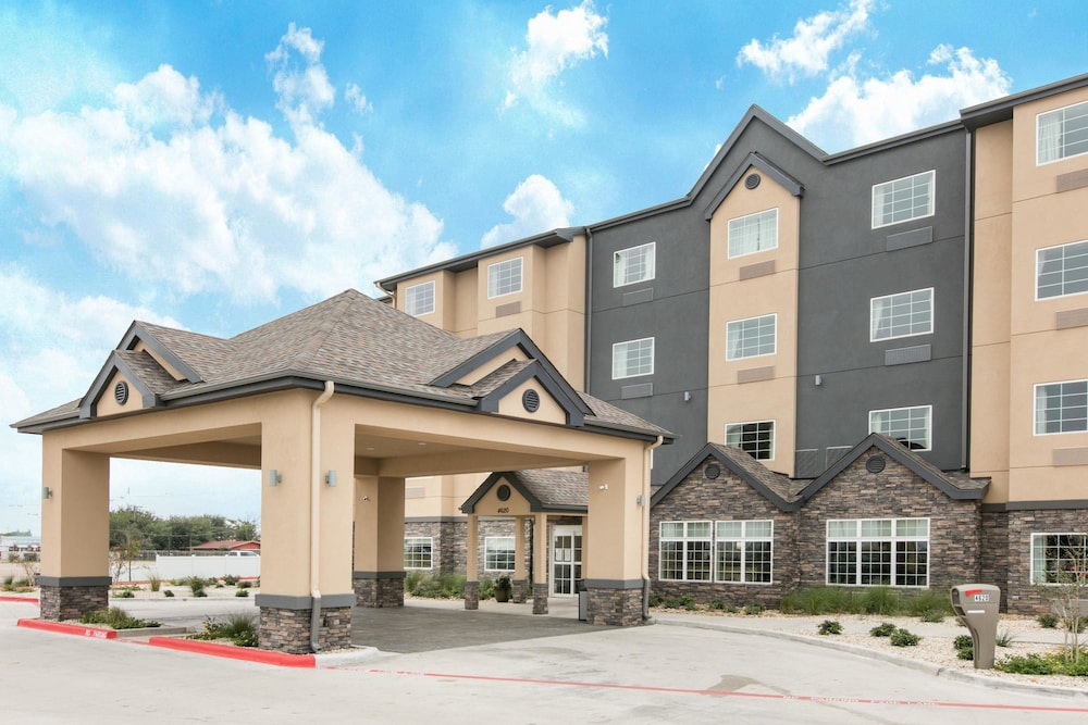 Exterior, Microtel Inn and Suites by Wyndham Lubbock