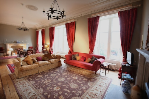 Unique Spacious Historic Apartment On The Fife Coast Close to Edinburgh