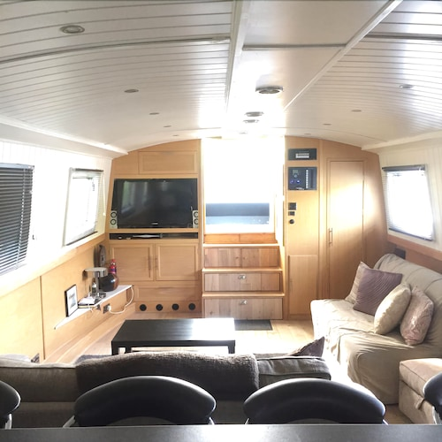 Large Luxury Fully Equipped Modern Guest Boat Sleeps 10 - Free Wifi & Parking!