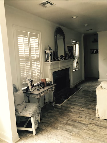 Shabby Chic Home. 4 Bedrooms . 3 Bathrooms. In-ground Pool