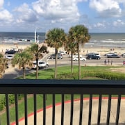 Top Floor Front Suite With Full View of Babe's Beach and the 61st Pier