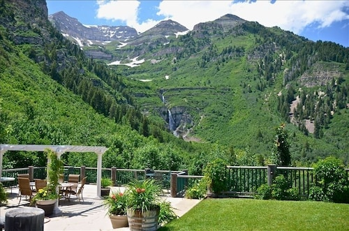 Best View at Sundance! Luxury Lodge Overlooking Waterfall