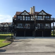 Completely Renovated Emerald Isle Condo; Pool and Direct Beach Access