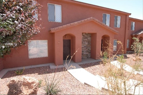 Great Place to stay Modern Townhome With Breathtaking Views, Spa, Pool - Sleeps 8 near Kanab