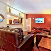 Clean & Cozy 2br/2ba, Remodeled w/ Hot Tub, Close To Beach & Town: See Reviews