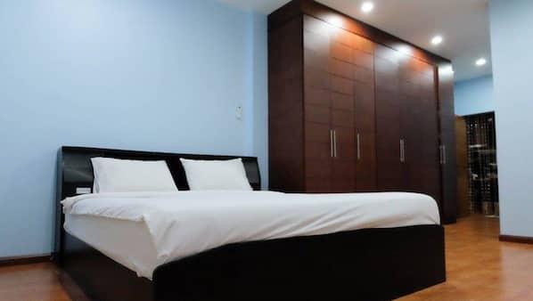 3 ห้องนอน, โต๊ะทำงาน, ผ้าม่านกันแสง, บริการ WiFi ฟรี