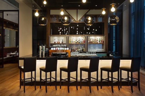 4 Star Hotels In Montreal Four Star Hotels From C112 Travelocity - Downtown-montreal-penthouse-by-rene-desjardins