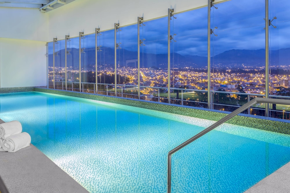 Indoor Pool, Four Points By Sheraton Cuenca