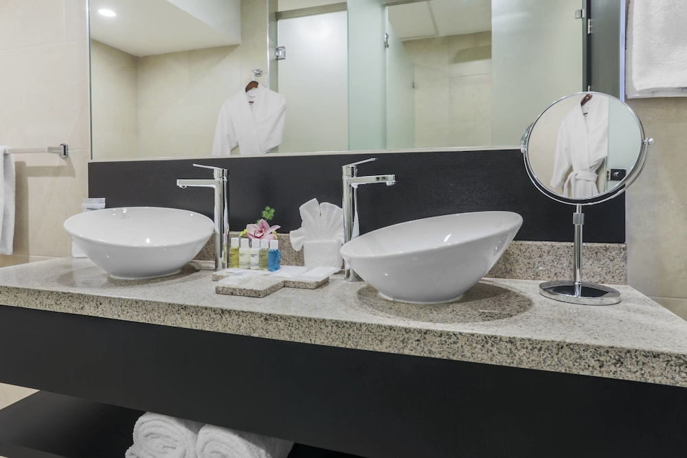 Bathroom, Four Points By Sheraton Cuenca