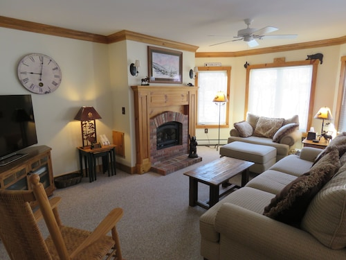 Great Family Getaway! Ski-in Ski-out Luxury Condo at Jay Peak Resort