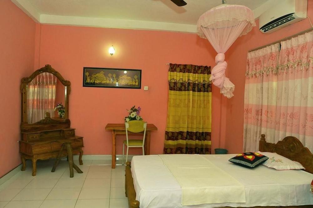 Ajith Rooms and Safari Jeep in Thanamalvila   Hotel Rates & Reviews