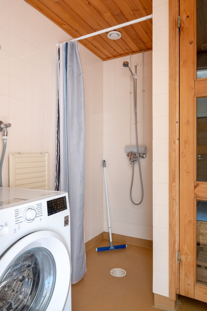 Bathroom Shower, Hiisi Homes Nummela - Easy access to cross-country skiing