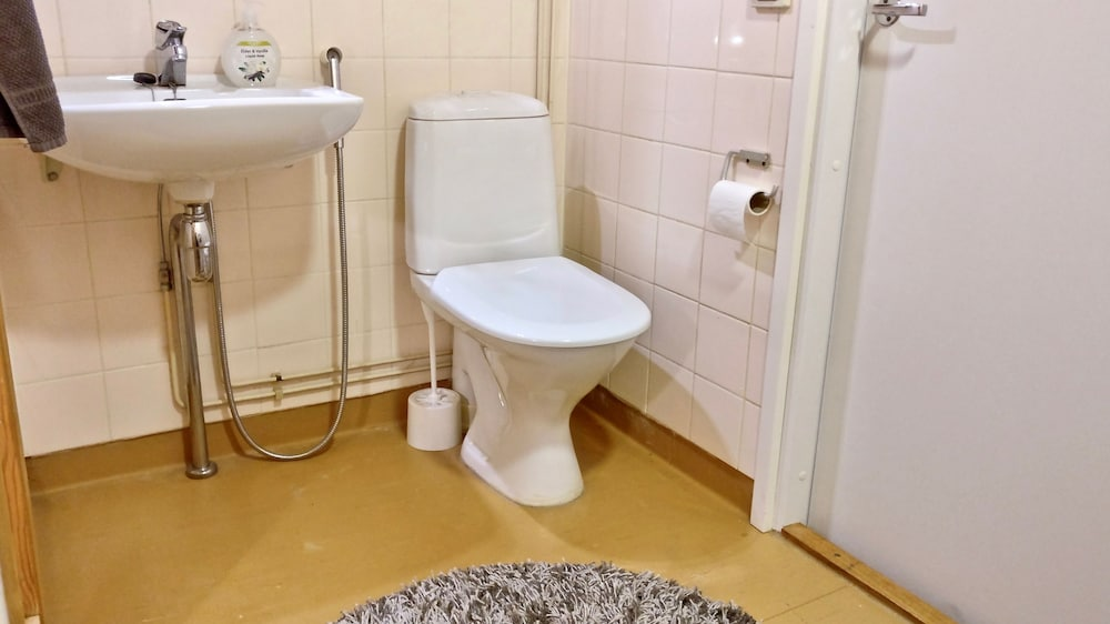Bathroom, Hiisi Homes Nummela - Easy access to cross-country skiing