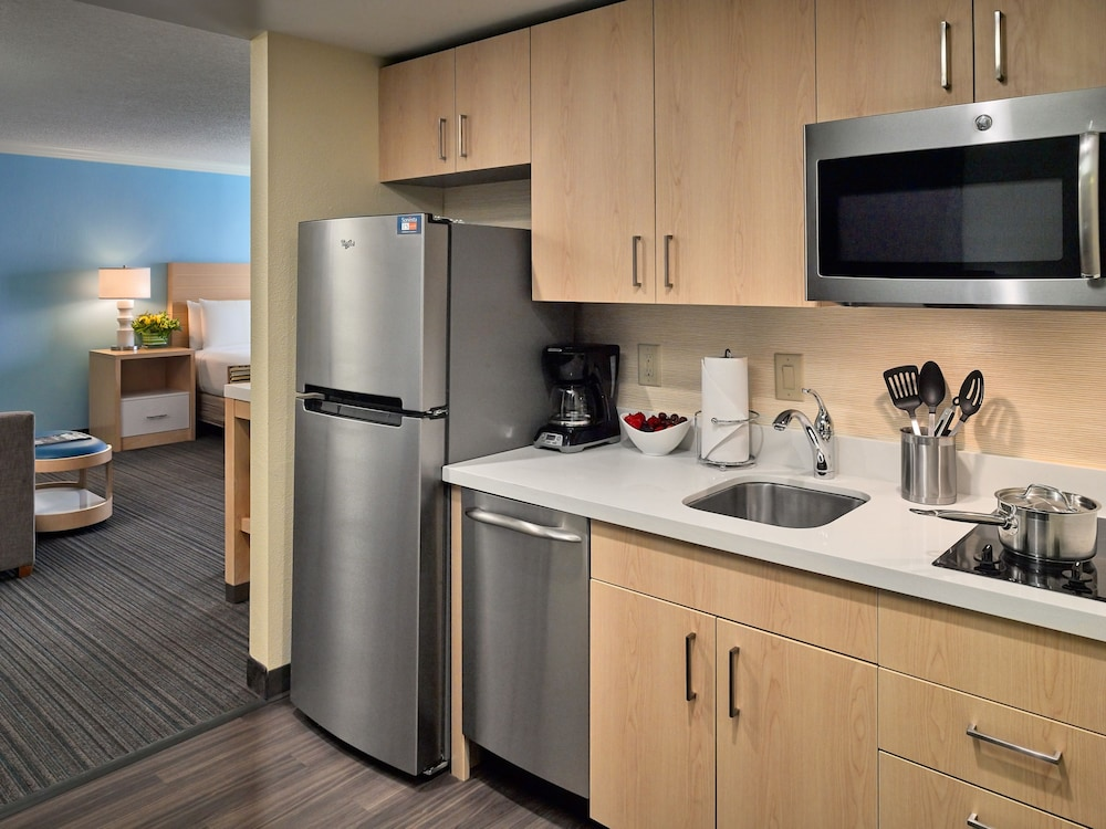 Private Kitchenette, Sonesta ES Suites New Orleans