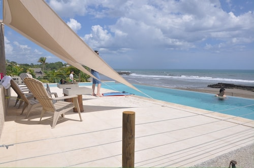 Charming Oceanfront Beach Home 40+ ft. Infinity Pool Spectacular Sunsets