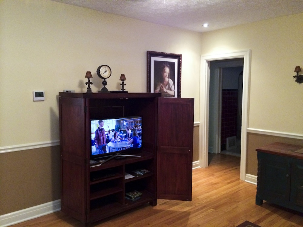 Room, Very Comfortable 2 Bedroom Cottage Located Near Downtown And Historic Districts