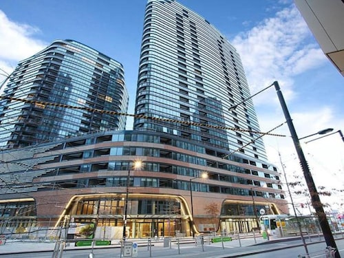 Melbourne Docklands Luxury Seaview Apartment