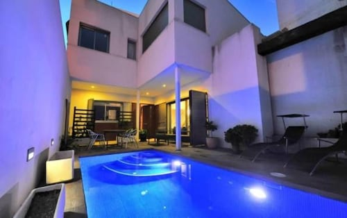 Luxury Villa in Valencia With Private Pool and Cinema Roombig House