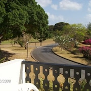Studio Flat to Sleep 3 in Barbados. Balcony and Views Over Golf Course