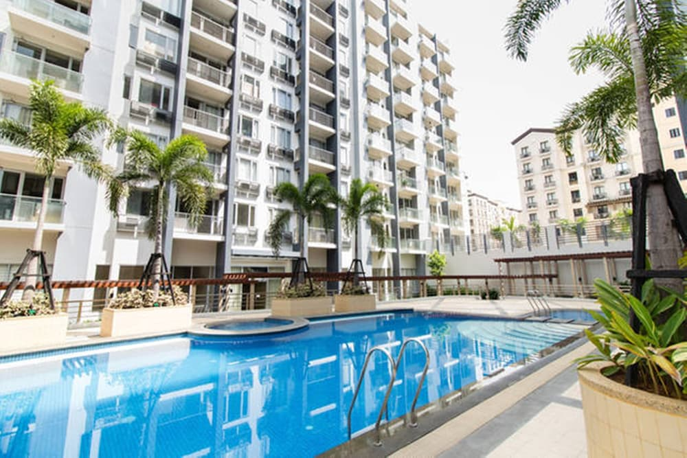 One palm tree villas by smtl properties pasay for Palm tree villas 1