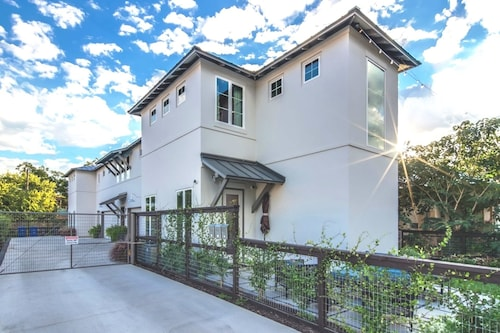 Luxury Townhome - Pearl Brewery and Riverwalk!