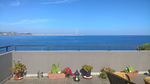Panoramic Apartment in Front of the Strait of Messina