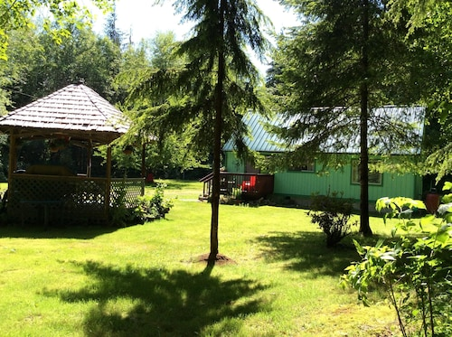 Private,quiet,cabin,on 27 Acres, Near the Hoh Rain Forest Nat' l Park