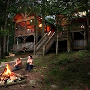 Discount Oct 27-29  $199/nt  Luxury River Home, hot tub, kayaks, fire pit