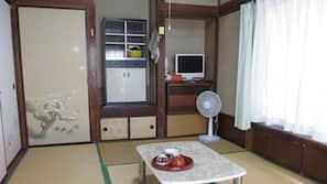 Safe på rommet, skrivebord og wi-fi (inkludert)