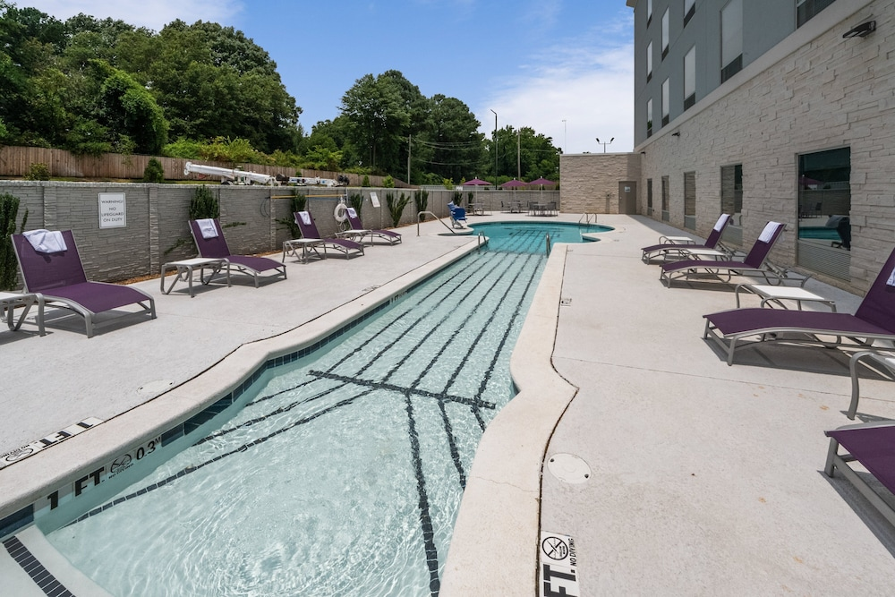 Pool, Holiday Inn Express & Suites Memphis Arpt Elvis Presley Blv
