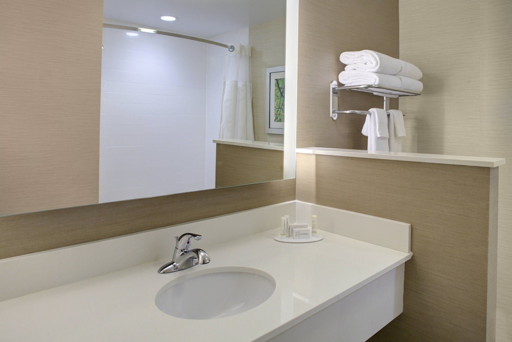 Bathroom, Fairfield Inn & Suites by Marriott Flagstaff Northeast