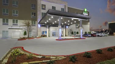 Holiday Inn Express & Suites Lake Charles South Casino Area, an IHG Hotel
