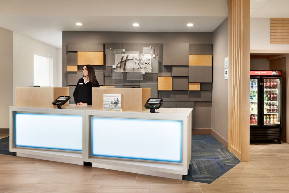 Lobby, Holiday Inn Express And Suites-Cincinnati South - Wilder